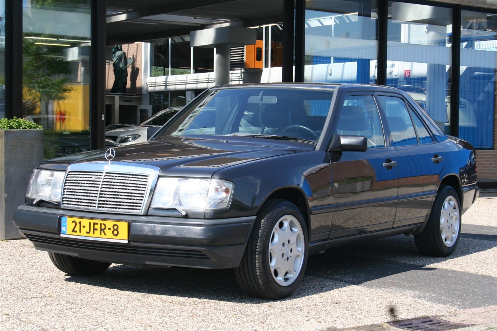 Mercedes-Benz-300-serie-1