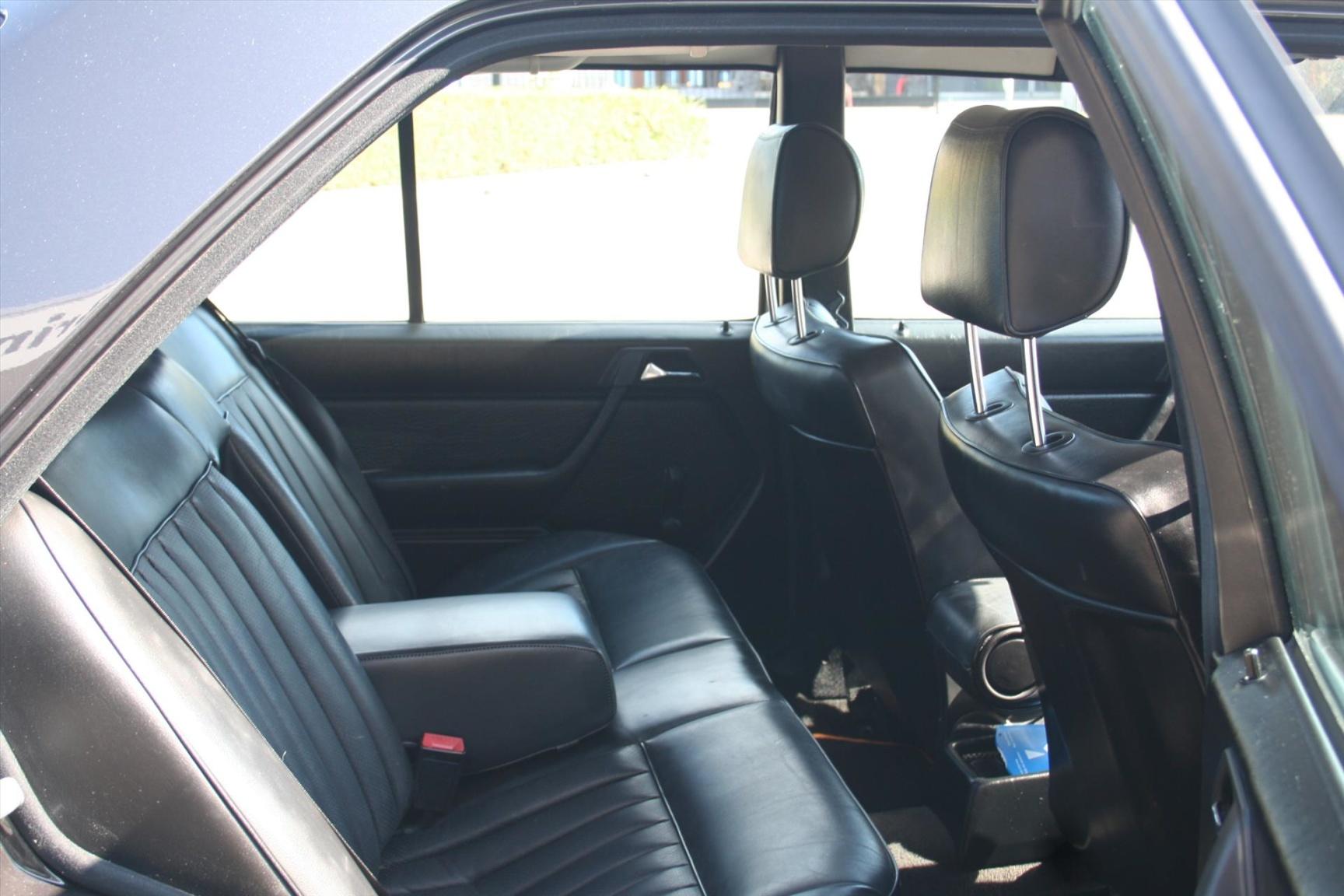 Mercedes-Benz-300-serie-13