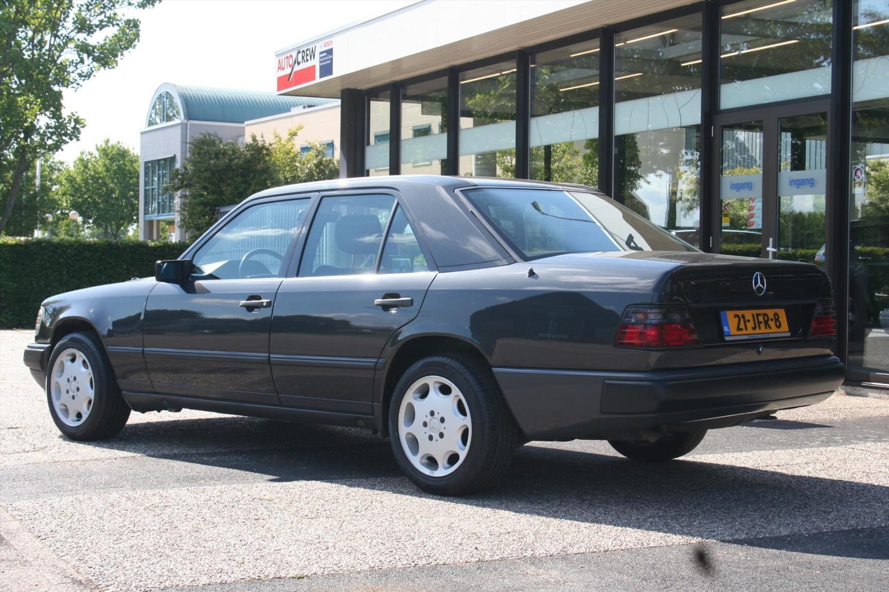 Mercedes-Benz-300-serie-4